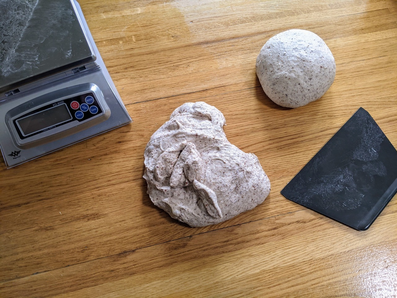 Hoe werkt de glutenontwikkeling en voortplanting van gisten bij een deeg dat je niet hoeft te kneden - Het opbollen van een niet gekneed brooddeeg